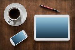 Het bedrijfswerk met Tablet & Smartphone Royalty-vrije Stock Afbeeldingen