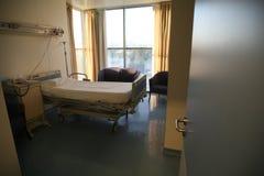 Het bedslaapkamer van het ziekenhuis Stock Afbeeldingen