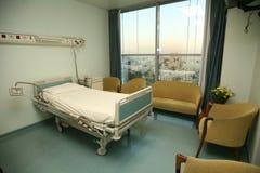 Het bedslaapkamer van het ziekenhuis Stock Foto