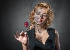 Het beeldâ vrouwelijk portret van Halloween met droge bloemen Royalty-vrije Stock Afbeelding