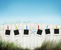 Het Beeld die van het fotokader Peg Fence Grass Sea Concept hangen Royalty-vrije Stock Afbeeldingen