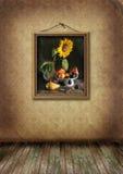 Het beeld in een frame hangt op een oude muur Stock Foto