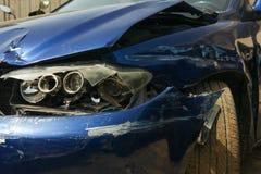 Het beeld van de autoneerstorting met schade stock fotografie