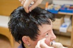 Vrouw bij kapper stock foto's