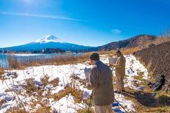 Het beeld van de schilderstekening met Fuji-berg en de achtergrond van het kawaguchikomeer van Natuurlijk Levend Centrum Stock Afbeeldingen
