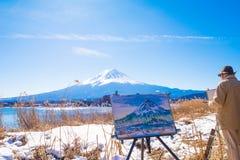 Het beeld van de schilderstekening met Fuji-berg en de achtergrond van het kawaguchikomeer van Natuurlijk Levend Centrum Stock Foto's