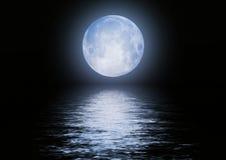 Het beeld van de volle maan met water Stock Fotografie