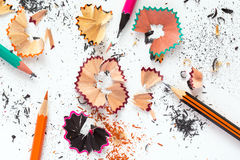 Het Beeld van het creativiteitconcept van kleurenpotloden en Houten Spaanders Royalty-vrije Stock Foto