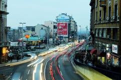 Het beeld van het motieonduidelijke beeld van autolichten tijdens spitsuur Stock Afbeelding