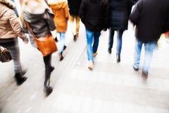 Het beeld van het motieonduidelijke beeld van lopende mensen Royalty-vrije Stock Foto