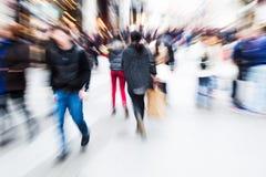 Het beeld van het motieonduidelijke beeld van lopende mensen Stock Fotografie
