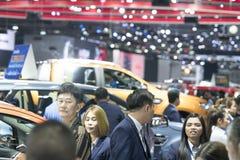 het beeld van mensen in auto'stentoonstelling toont Royalty-vrije Stock Foto