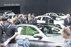 Het beeld van mensen in auto'stentoonstelling toont bij Motorshow Stock Afbeelding