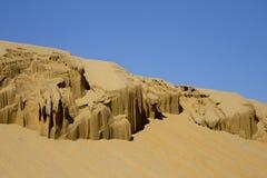 Het beeldhouwwerk door de aard in de woestijn wordt gesneden die Stock Fotografie