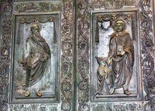Het Beeldhouwwerk Rome Italië van heilige Paul Vatican Ornate Bronze Door stock afbeelding
