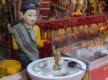 Het beeldhouwwerk van Boedha in de tempel Stock Afbeelding