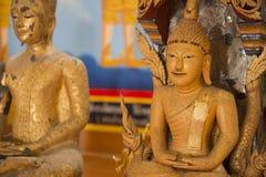 Het beeldhouwwerk van Boedha in de tempel van Thailand Stock Foto