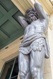 het beeldhouwwerk van de Atlas een blik met een bodem Royalty-vrije Stock Fotografie