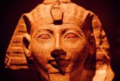het beeldhouwwerk van de de 15de eeuw BC steen van farao bewaard in Egyptisch Museum Stock Foto's