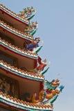 Het beeldhouwwerk van de draak op dak Stock Afbeelding