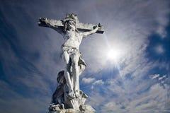 Het beeldhouwwerk van de kruisiging Stock Foto