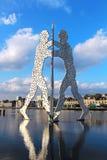 Het beeldhouwwerk van de moleculemens op de Fuifrivier in Berlijn Stock Afbeelding