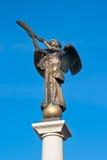 Het beeldhouwwerk van het brons van een engel Stock Foto's
