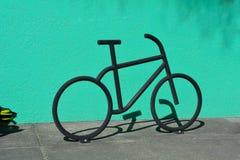 Het beeldhouwwerk van het fietsparkeren Stock Afbeelding