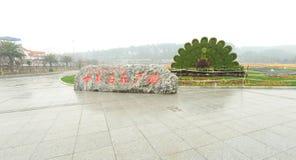 het beeldhouwwerk van het pauwgras in botanische tuin Stock Foto