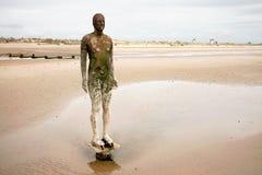 Het Beeldhouwwerk van het Strand van de Mens van het ijzer. Stock Afbeeldingen