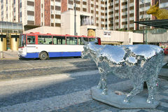 Het beeldhouwwerk van mosaiced koe. Praag, Tsjechische Republiek. Stock Foto