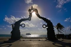 Het beeldhouwwerk van Playa del Carmen Portal Maya stock foto's
