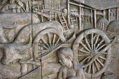het beeldhouwwerk van Thaise stijl op muur is het met de hand gemaakte patroon royalty-vrije stock foto's