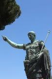 Het beeldhouwwerk van Trajan van de keizer in Rome, Italië Stock Foto's