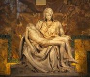 Het Beeldhouwwerk Vatikaan Rome Italië van Pieta van Michaelangelo Stock Foto