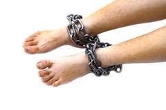 Het been van de slavenvrouw klopte met staalketting op witte achtergrond, Rechten van de mensschendingen, de Dag van Internationa stock afbeelding