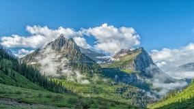Het begin aan een mooie ochtend op het Gaan naar de Zonweg, Gletsjer Nationaal Park Stock Afbeeldingen