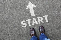 Het begin die begint beginnend zakenman met bedrijfsmensenconcept beginnen Stock Afbeeldingen