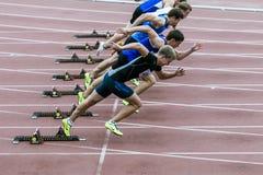Het begin van de sprint op spoor en gebied Stock Foto's