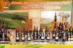 Het begin van de truffelmarkt in Alba (Cuneo) is, gehouden meer dan 50 jaar, het ezelsras Stock Afbeelding