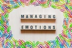 Het beheren van het concept van emotieswoorden stock afbeeldingen
