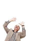 Het bejaarde is beschermd tegen iets die op zijn hoofdexpo vallen stock foto