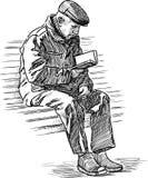 het bejaarde leest een boek Royalty-vrije Stock Foto