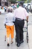 Het bejaarde Lopen van het Paar royalty-vrije stock afbeeldingen