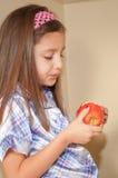 Het bekijken appel Stock Foto's