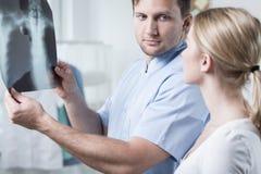 Het bekijken borströntgenstraal Royalty-vrije Stock Foto