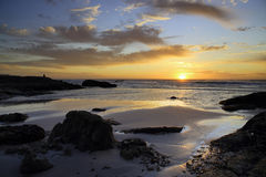 Het bekijken de oceaan Stock Foto's