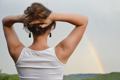 Het bekijken de regenboog Stock Fotografie