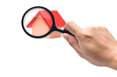 Het bekijken een rood roofed huis Stock Afbeeldingen