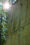 Het bekijken omhoog blind de jacht in de zomer stock foto